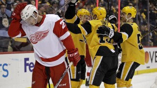 Patric Hornqvist scores twice, Penguins hand Red Wings fourth straight loss