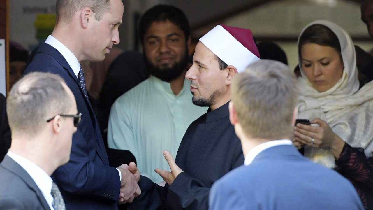 Prince William visits Christchurch massacre mosque