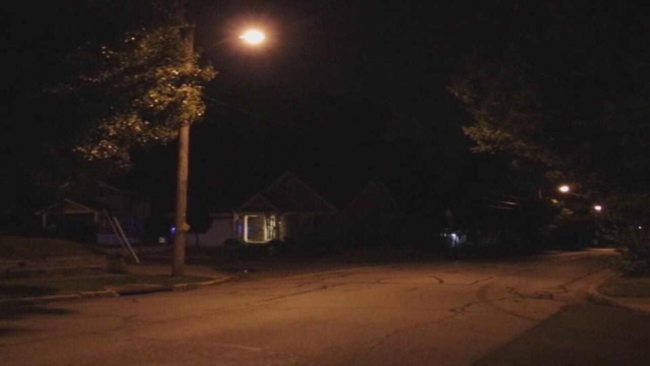 Man shoots girlfriend in front of kids in Akron