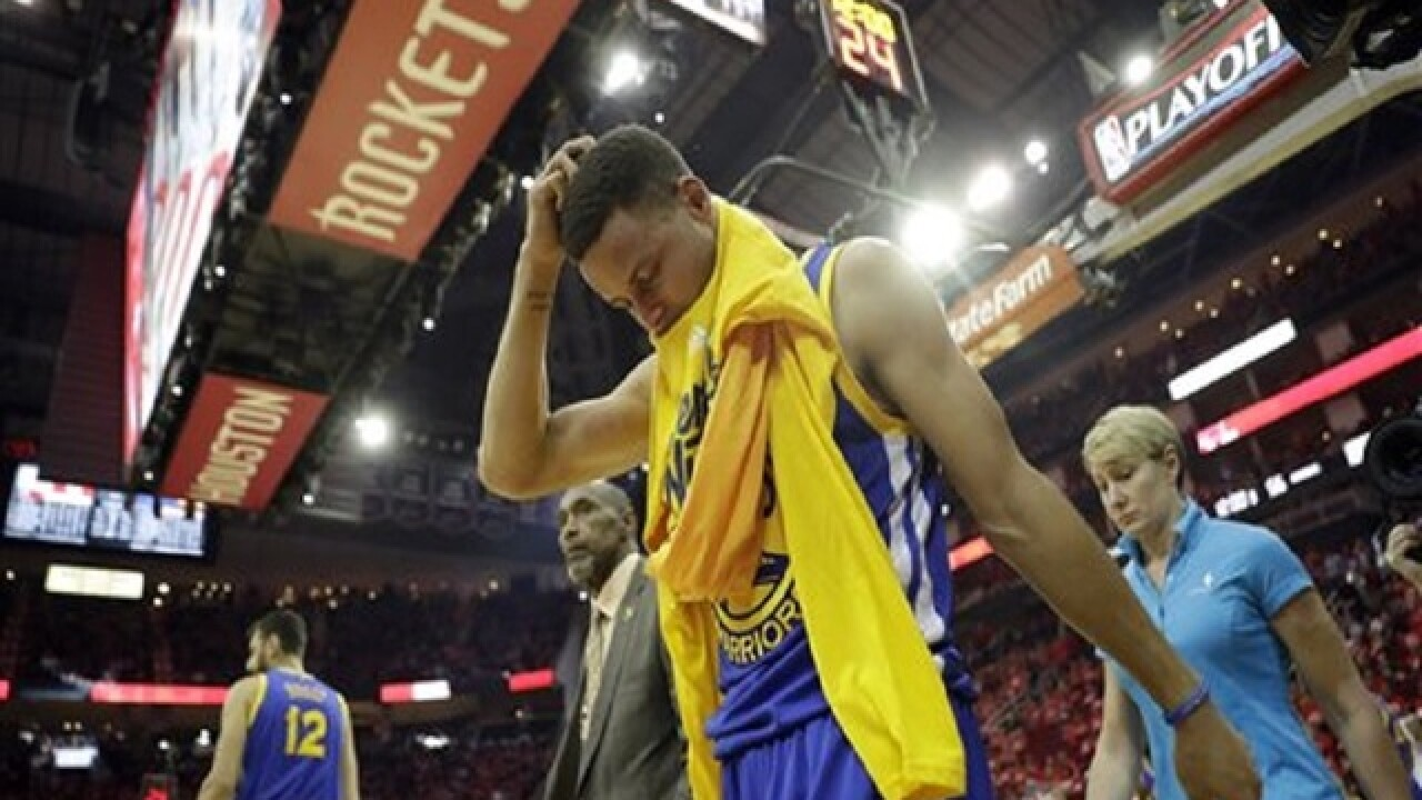 Curry to have MRI Monday on sprained knee
