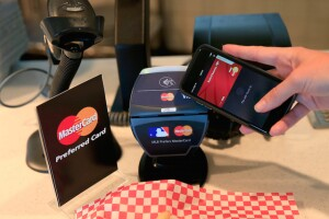 Some big retailers blocking Apple Pay