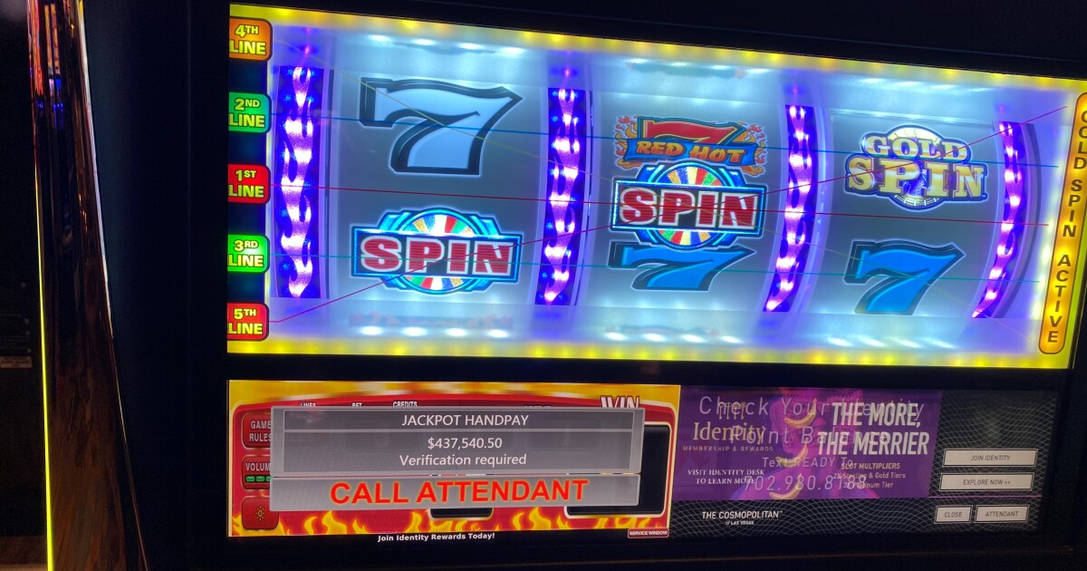 Visiting gambler wins more than $400K on Wheel of Fortune machine