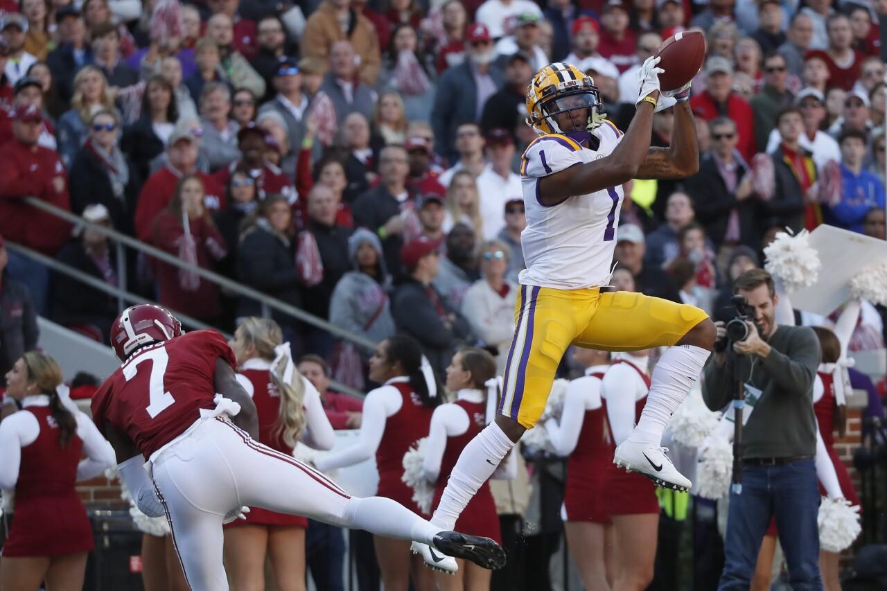 LSU Tigers receiver Ja'Marr Chase catches TD vs Alabama Crimson Tide in 2019