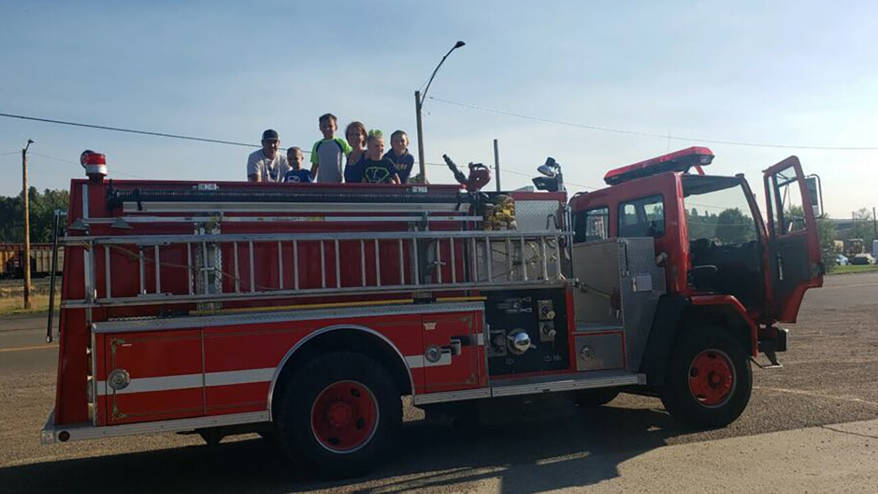 Forsyth 5-year-old Lance Lawrence receives welcome-home parade after cancer fight