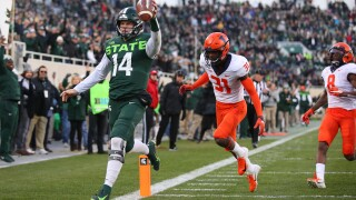 Illinois uses fourth quarter rally to edge Michigan State