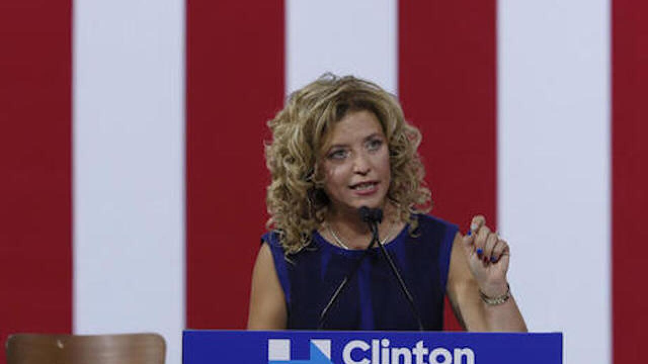 Wasserman Schultz: Trump aides' Russian contact 'reeks of collusion'