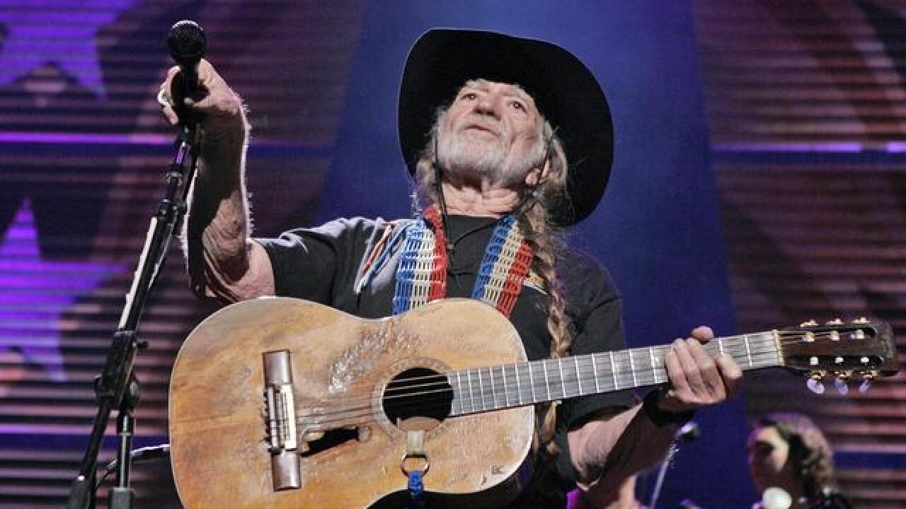 Willie Nelson bringing star-studded concert to Nashville