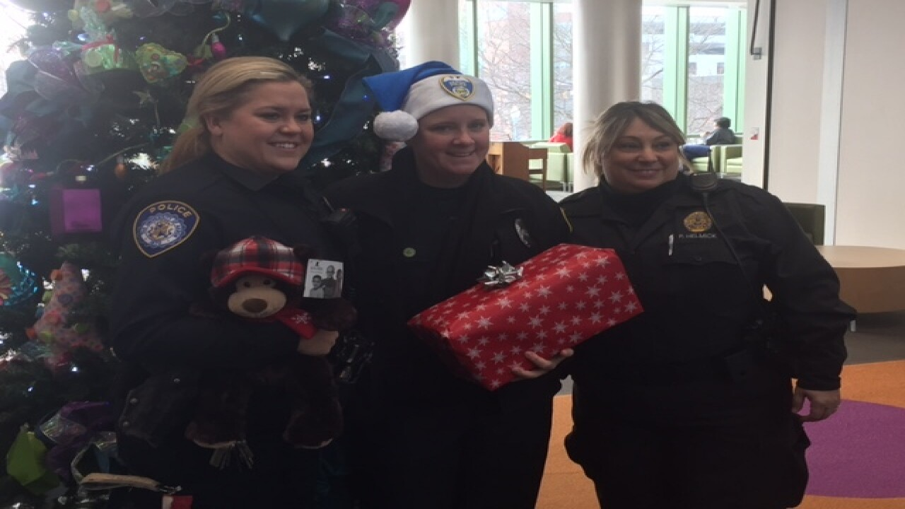 Cops bring Christmas to 7-year-old with cancer