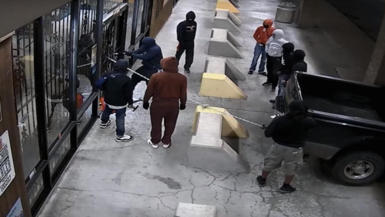 Video: 10 suspects break into Texas gun shop