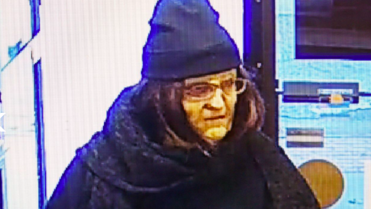 White man with wig robs Commercial Bank of Oak Grove