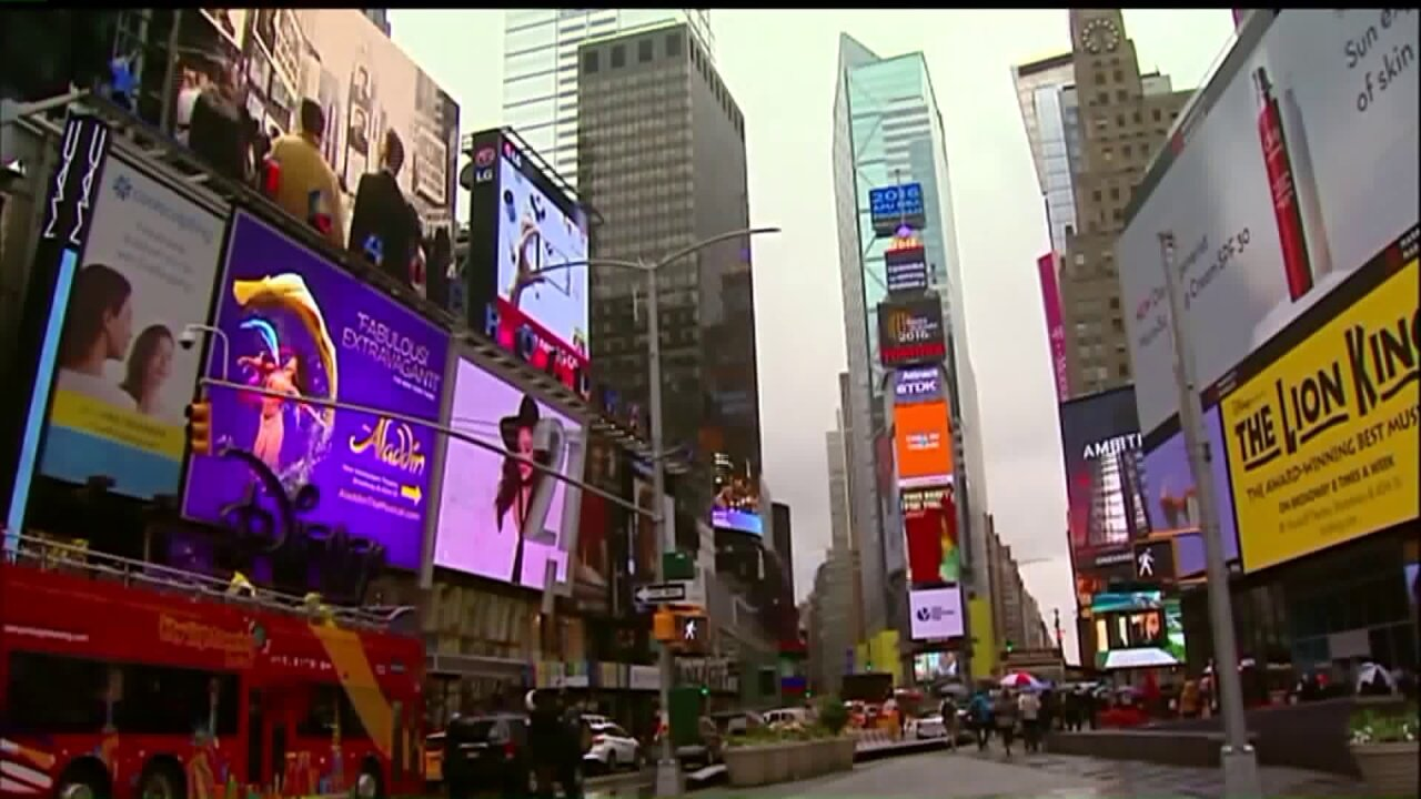 Man arrested for plotting to throw explosives in Times Square