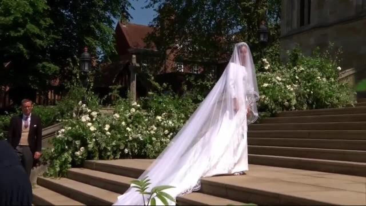 Royal Wedding Photos 2018.Royal Wedding 2018 All Of The Details About Meghan Markle S Dress