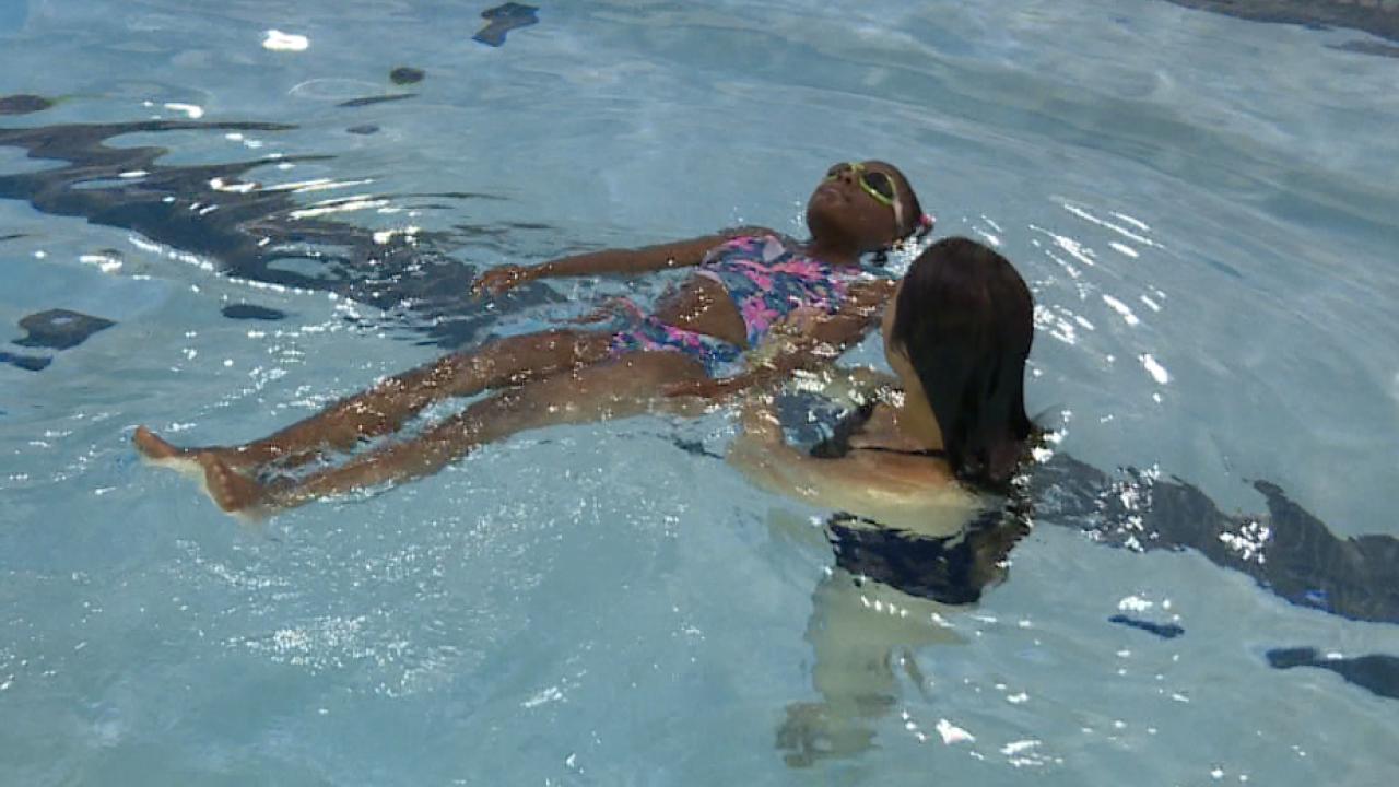 300 Virginia Beach kids take part in 'World's Largest SwimmingLesson'