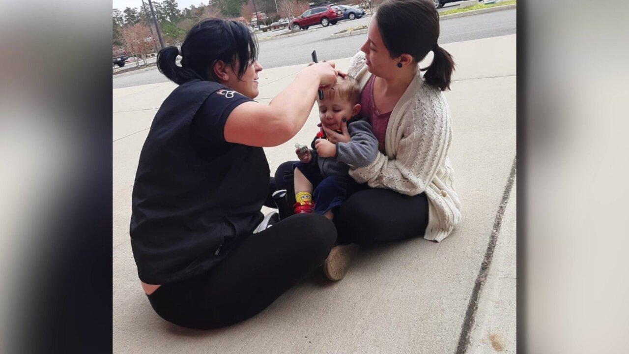 Stylist cuts Virginia boy's hair on sidewalk to make him feel morecomfortable