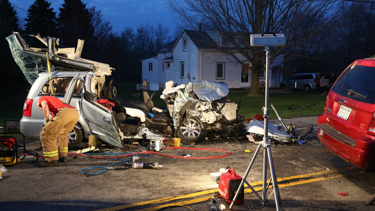 Head on crash injures three in Gasport