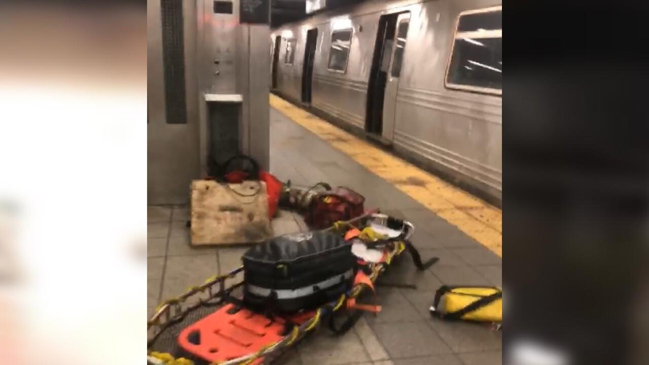 subway train derails manhattan