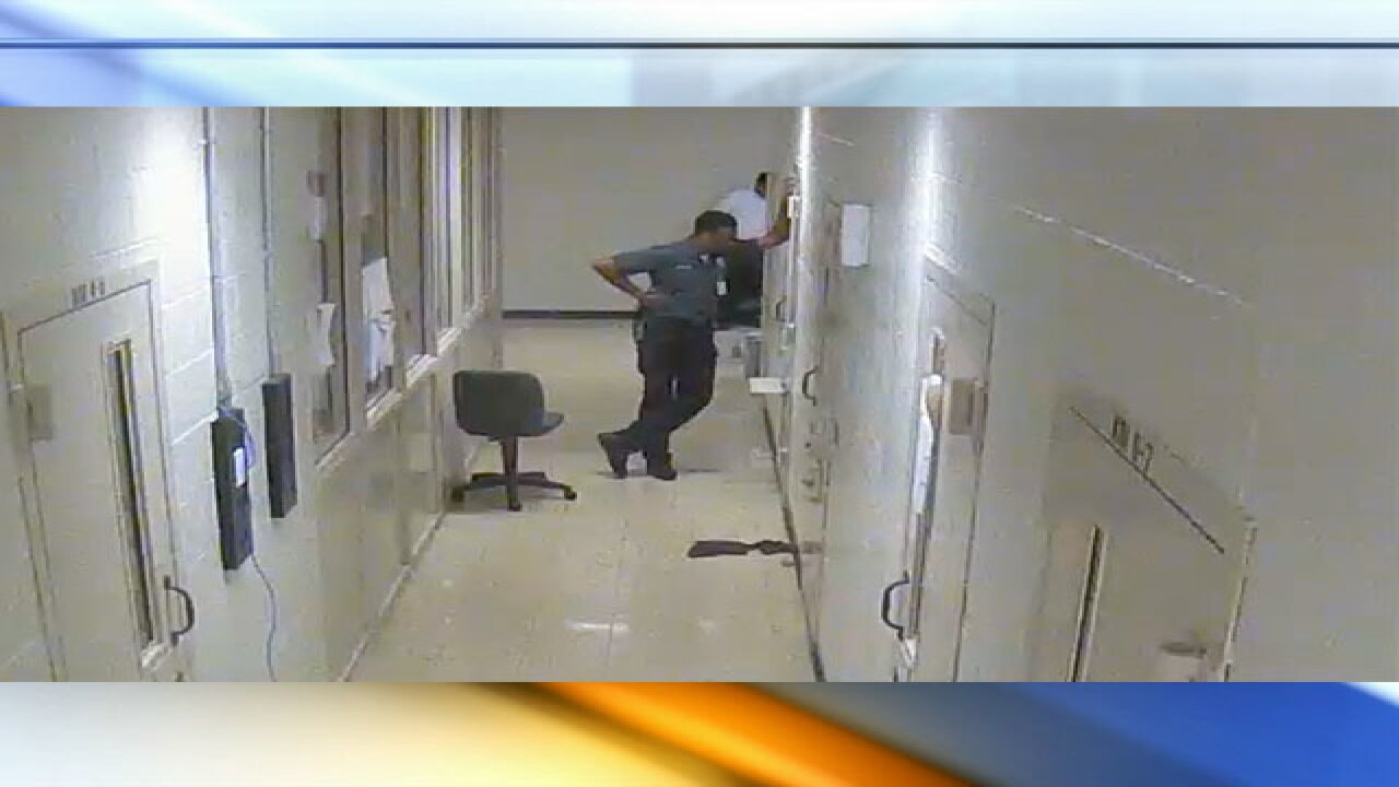 Missouri guard sings with inmate, de-escalates situation