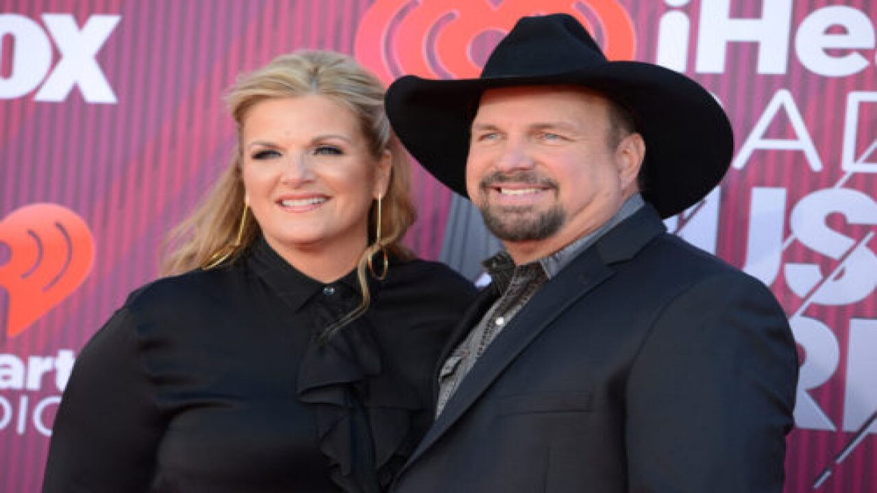 Garth Brooks And Trisha Yearwood Are Putting On A Live Holiday Concert You Can Watch At Home