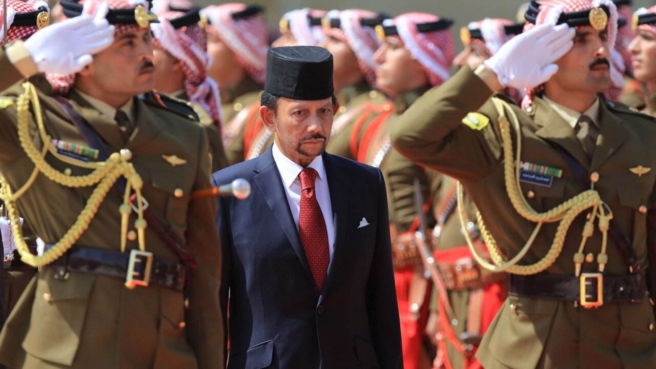 Brunei to punish homosexual sex and adultery with death penalty by stoning