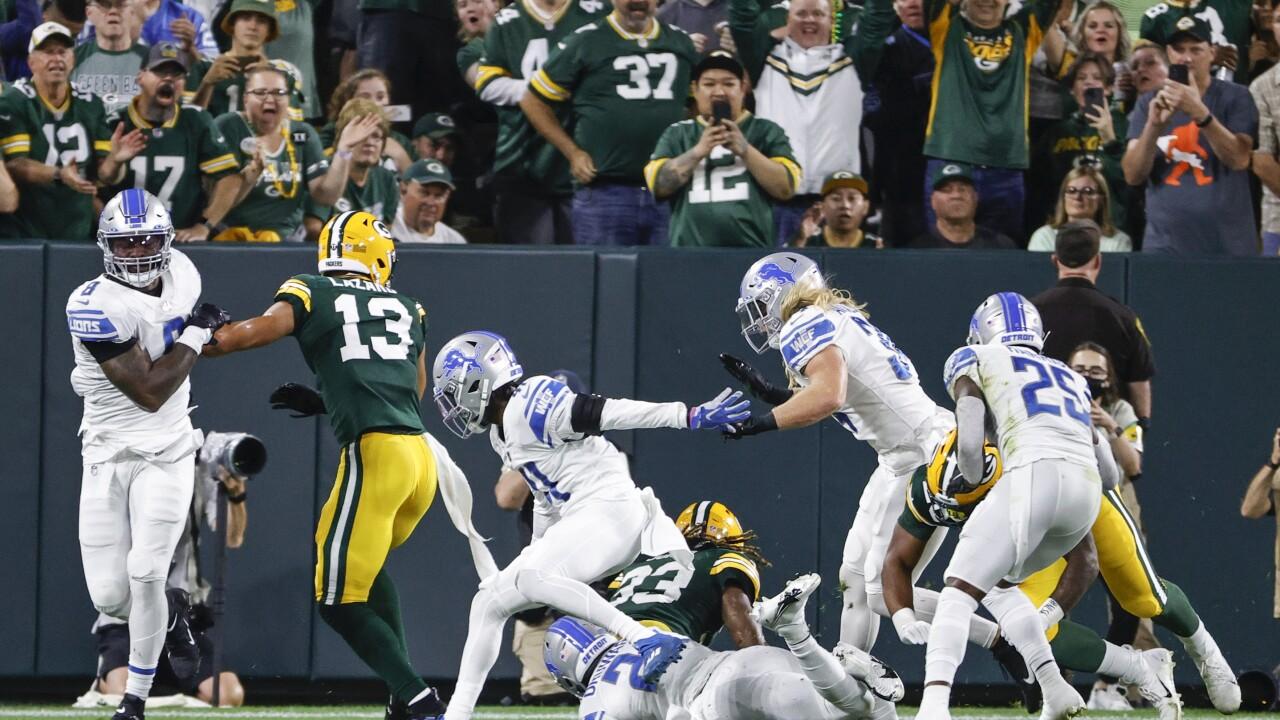 Aaron Jones Lions defense