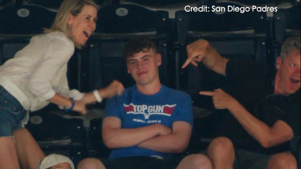 Video: Dancing duo embarrass teen at Padres game
