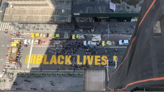'Black Lives Matter' mural outside of Trump Tower completed, NYC Mayor Bill de Blasio helps paint