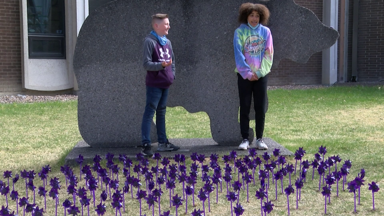 """""""Purple Up Day"""" celebrates children of military members"""