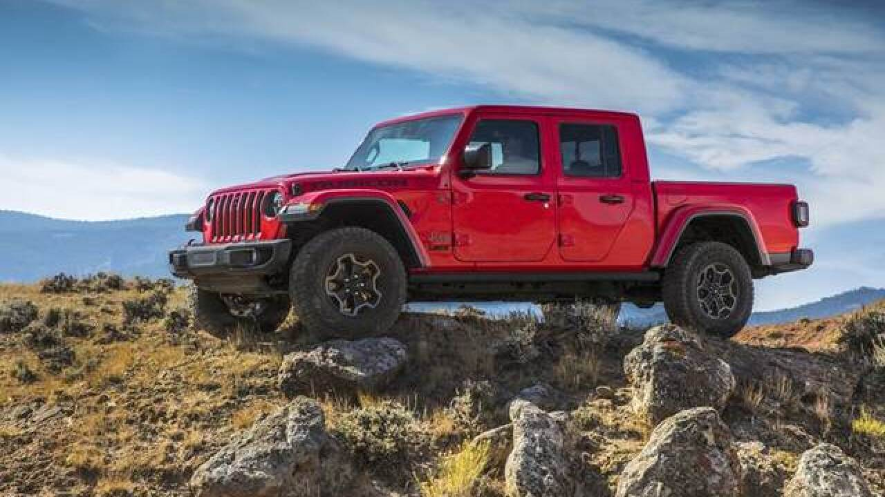 Jeep Unveils 2020 Gladiator Pickup Truck At La Auto Show