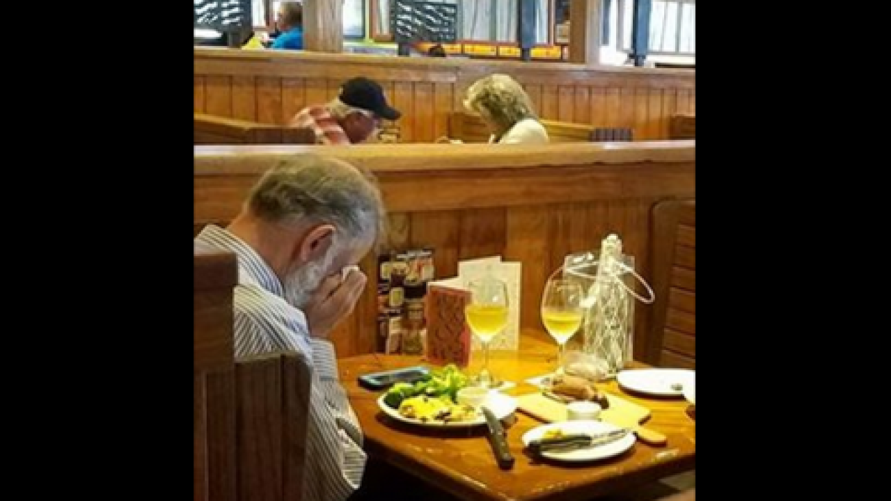 Woman post photo of man eating Valentine's Day lunch across from wife's ashes