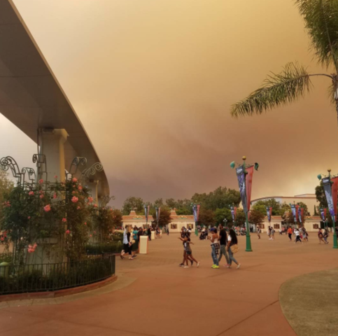 Skies above Disneyland fill with smoke from Canyon Fire 2