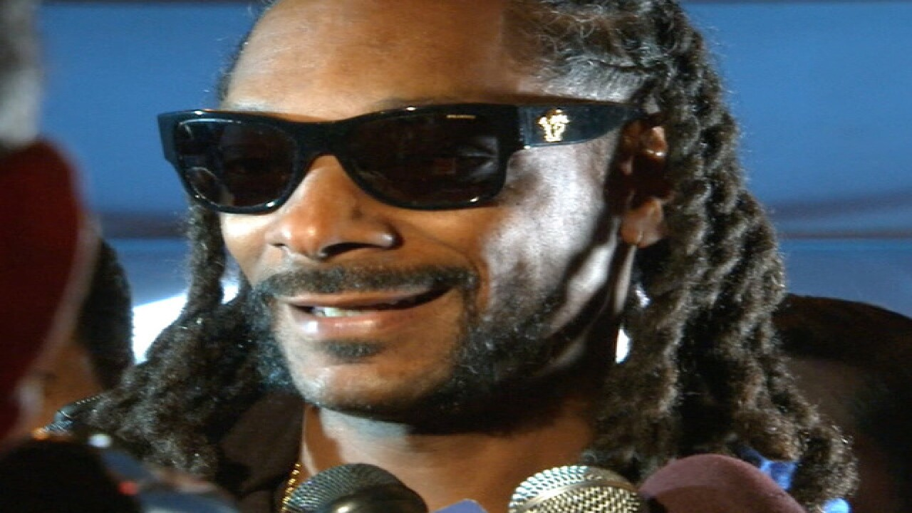 At SB50, Snoop Dogg scores Papa John's hookup