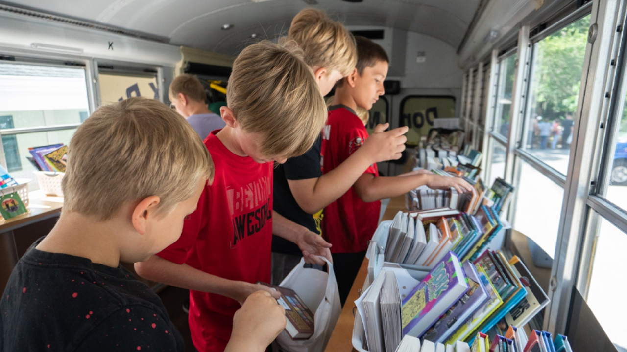 Pinellas-Book-Bus-2.png