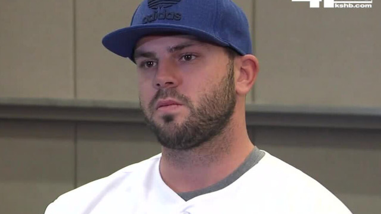 Royals sign Mike Moustakas to one-year deal