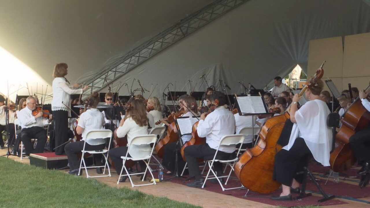 Musicians play heartfelt song at Symphony in the Park