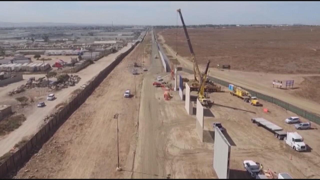 2018-12-21 Fed shutdown-wall construction.jpg