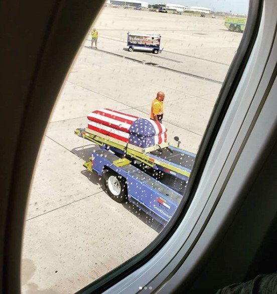 Photos: An entire airport came to a halt to honor the remains of a returning Vietnam veteran
