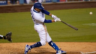 mookie_betts_dodgers_padres_081320_ap.jpg