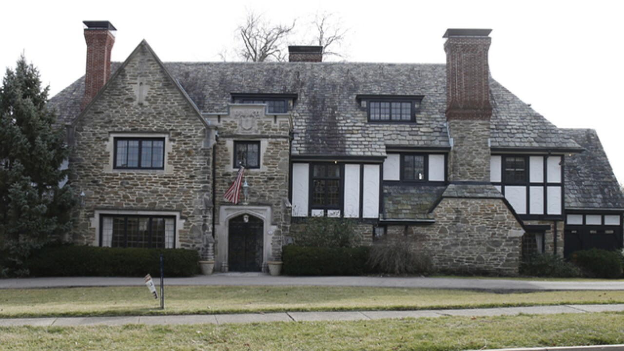 Home Tour: If you liked Gatsby's digs, you'll love this stately manor on Handasyde Avenue