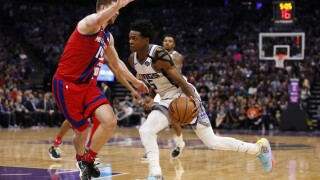 Kings come back from 17 down to beat Pistons