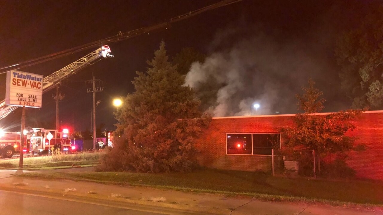 Crews respond to Newport News commercial fire
