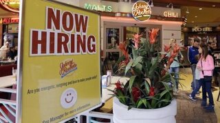 US job aid applications fall to 267K