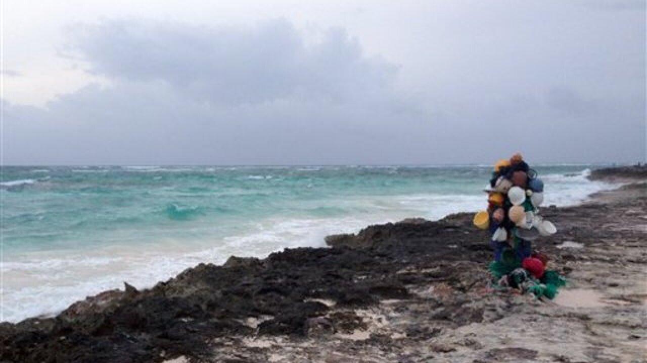 Hurricane Joaquin batters Bahamas, ship missing