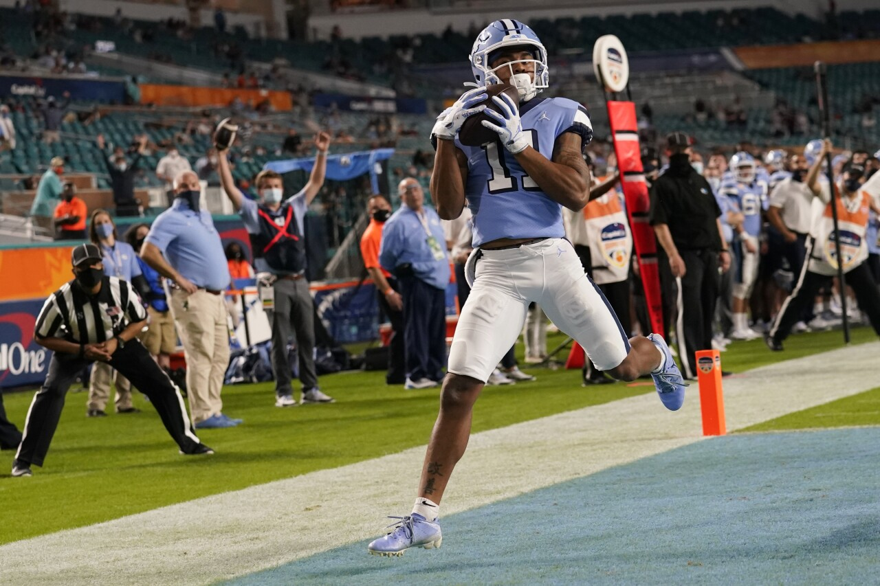 North Carolina Tar Heels receiver Josh Downs scores TD in fourth quarter of Orange Bowl