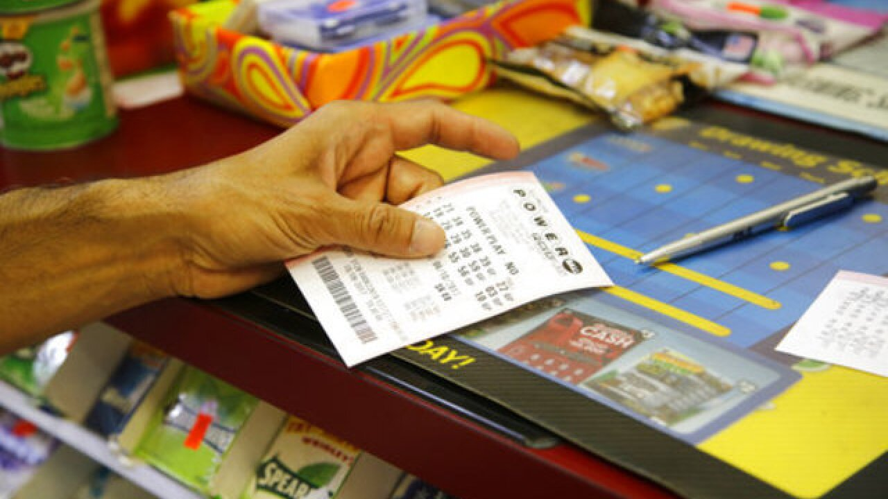 Florida claims Mega Millions jackpot winner, Powerball sits at $570 million
