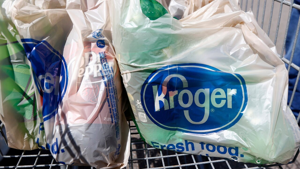 Kroger to phase out plastic bags at its stores
