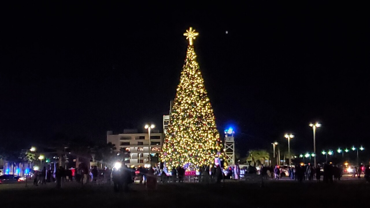 Christmas tree lighting leaves downtown Corpus Christi looking merry and bright
