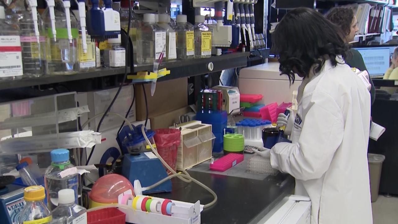 2020-03-02 Coronavirus-lab.png