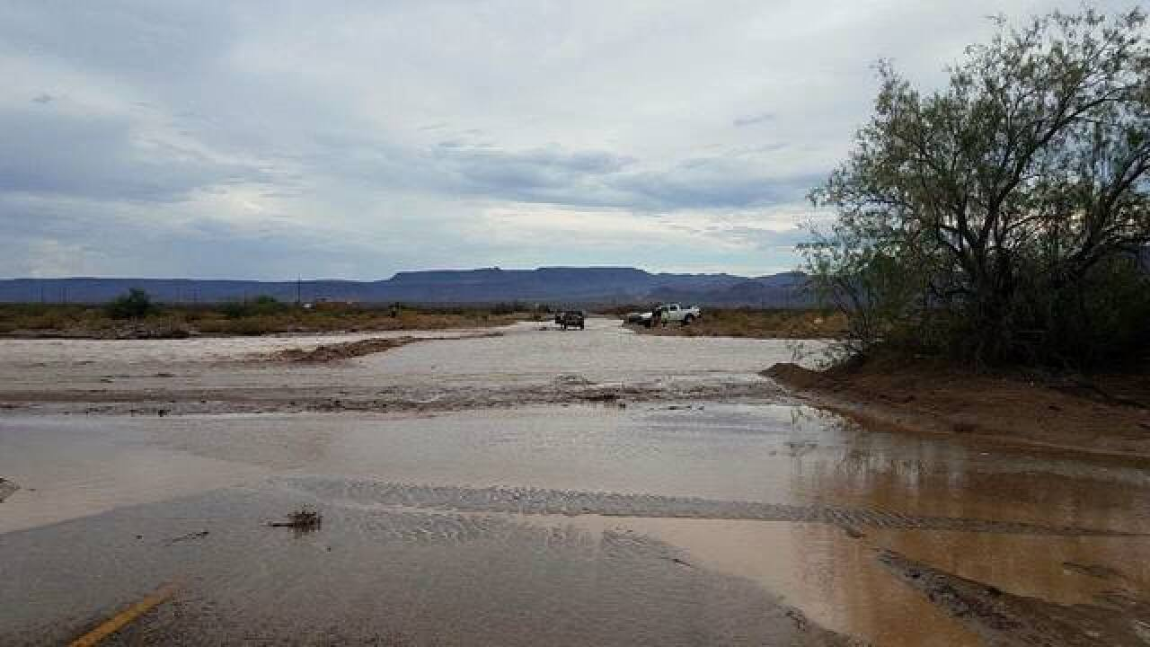 Vehicles stranded in Mohave County due to storms