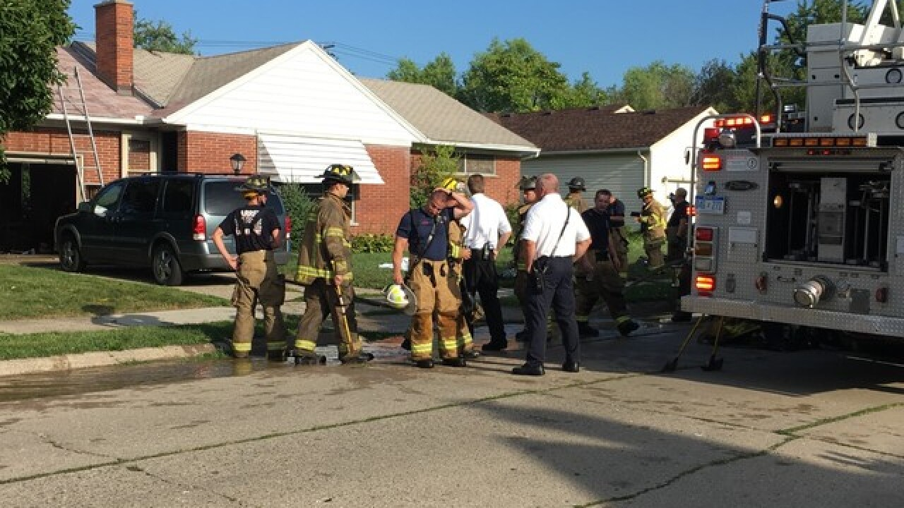 Man dies in early morning house fire in Warren