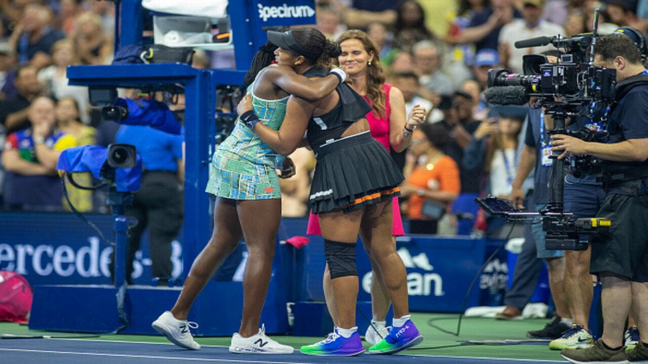 Defending champion Naomi Osaka ends Coco Gauff's US Open run, comforts her afterward